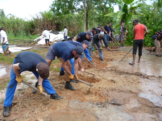 During their stay in Colombo, a team of voulunteers of the crew of French Naval Ship, Jacques Cartier, joined with the villagers of Balagala in the construction of a pre-school with the support of Sarvodaya. - JPEG
