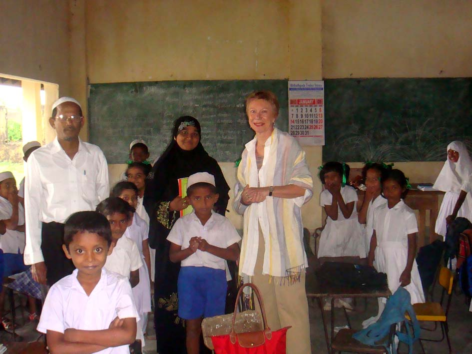 Visiting Osmanyia College in the Muslim borough of Jaffna , where the number of students and teachers is on the rise. - JPEG